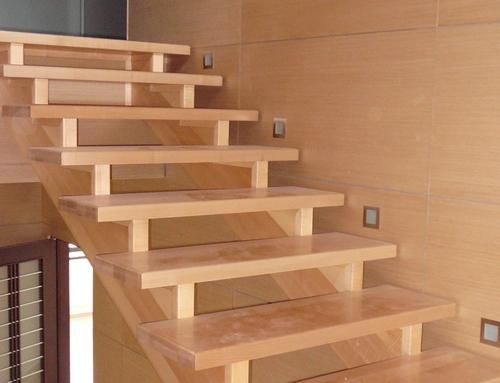 Изготовление лестниц в Ялте по индивидуальному проекту