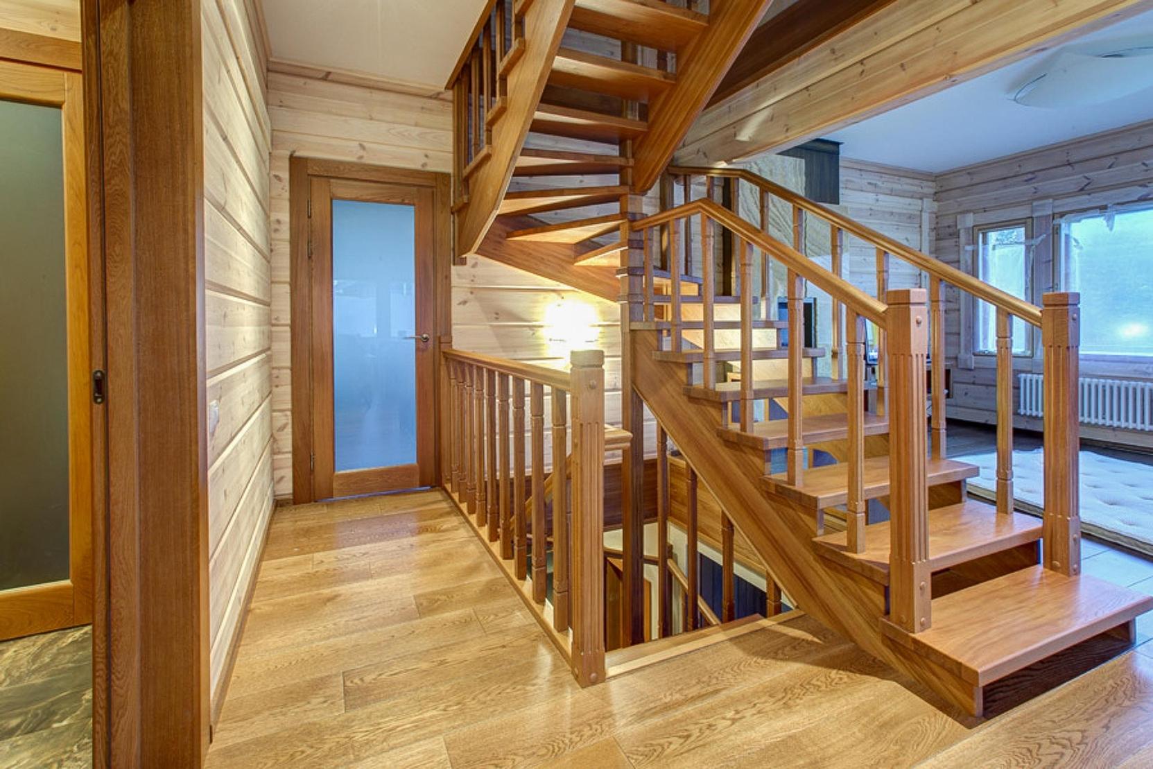 деревянные лестницы на заказ в Севастополе