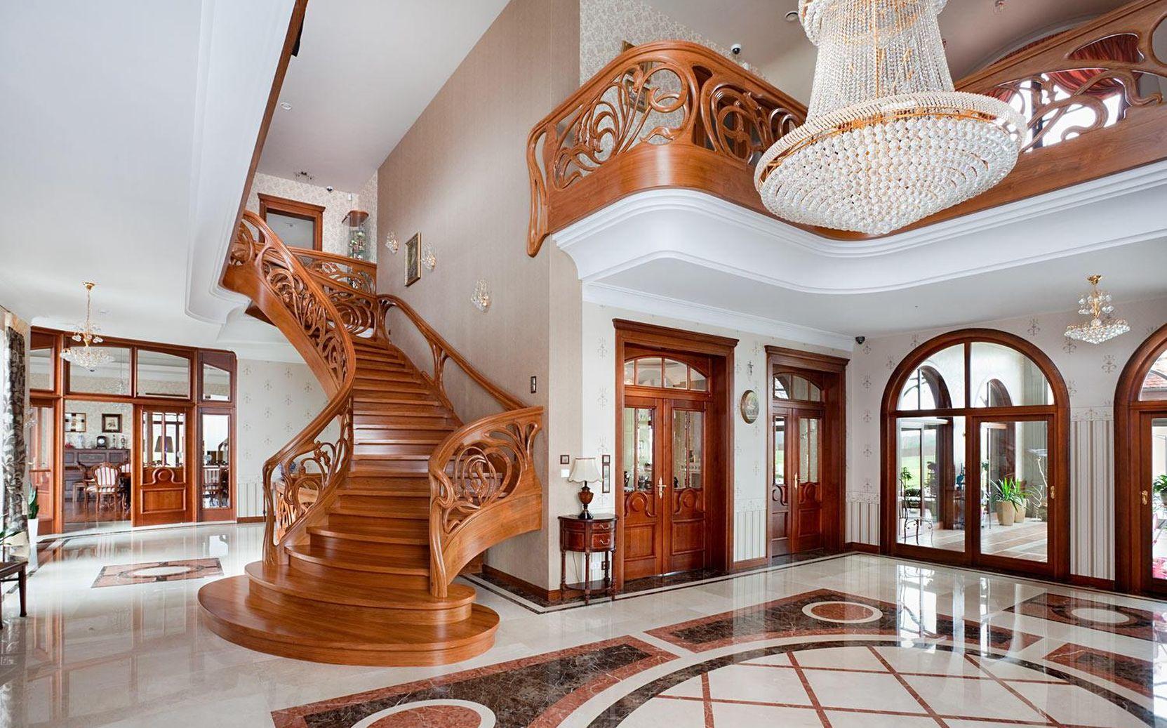 Элитные деревянные лестницы в Севастополе и в Ялте