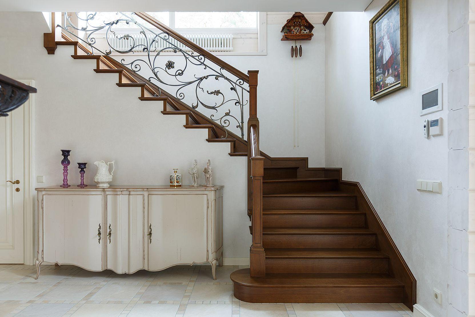 Стоимость дубовых лестниц в Севастополе